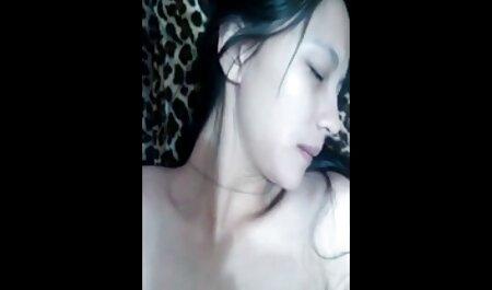 एमआईएलए लिसा स्मिथ एक खिलौना के फुल मूवी वीडियो में सेक्सी साथ उसकी बिल्ली हैप्पी बनाता है