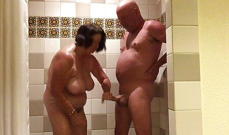 युवा लड़का सेक्सी वीडियो फुल फिल्म अपनी पहली बकवास पाने के लिए बूढ़ी औरत के साथ छेड़खानी करता है