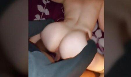 सुनहरे बालों वाली और श्यामला समलैंगिकों फर्श पर एक हिंदी में फुल सेक्स मूवी सींग का बना बेब बकवास