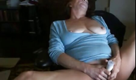 लड़की उसके सेक्सी वीडियो फुल फिल्म पट्टा पर एक आदमी के साथ fucks