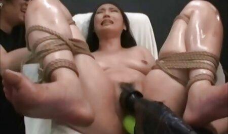 ब्लोंड की मोटी चूत विशाल डिक द्वारा प्रवेश कर जाती है फुल मूवी वीडियो में सेक्सी