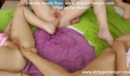 अपने साथी हिंदी में फुल सेक्स मूवी के शरीर के साथ हंक कर रही है