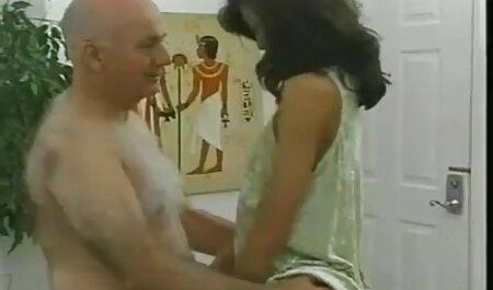 सेक्सी टीन चिक ने असुरक्षित सेक्स किया है बड़े आदमी हिंदी वीडियो फुल मूवी सेक्सी के साथ