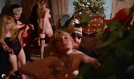 विशाल स्तन के सेक्सी फुल मूवी वीडियो साथ परिपक्व एक आदमी की मालिश करता है