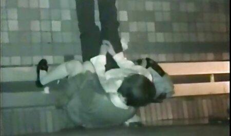 साकी ओगासावरा ने अपने सुडौल स्तन को तेल से सेक्सी फुल फिल्म सना और चूत की चुदाई की