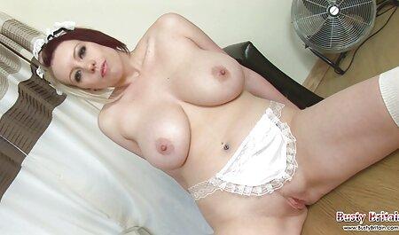 पेंटीहोज में फुल मूवी वीडियो में सेक्सी बस्टी महिला काम पर डिक की सवारी करती है